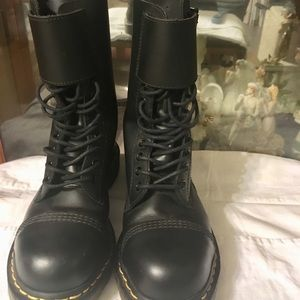 Dr Martens Like New Buckle Airware Boots Size 6